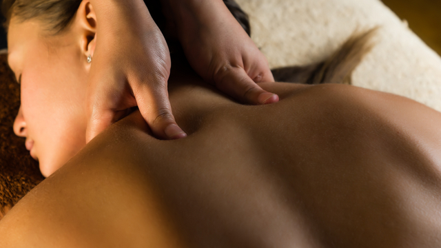 Massage du dos et du crâne
